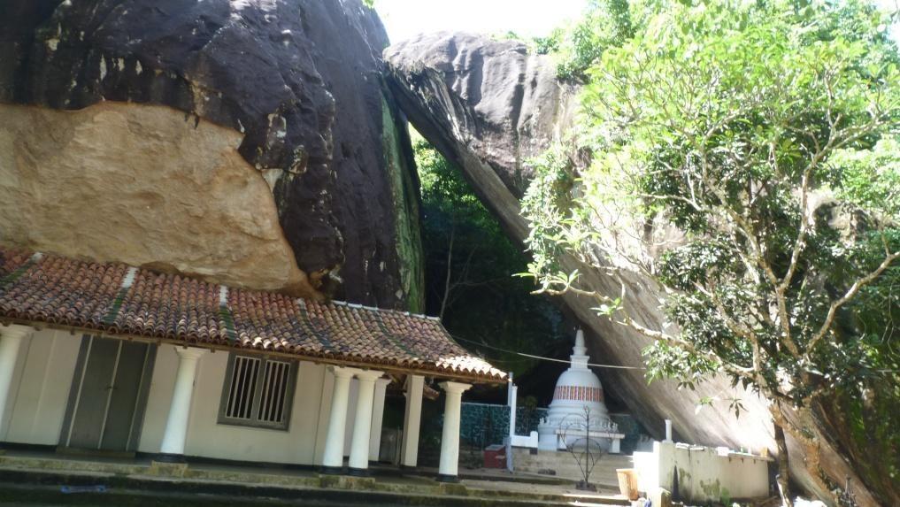Pilikuththuwa Rajamaha Viharaya: a Buddhist cave temple